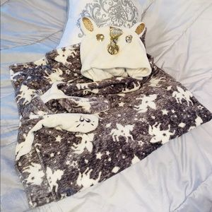 JUSTICE Unicorn Hooded Blanket 🦄